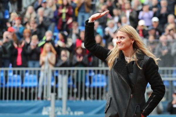 Lucie Safarova says goodbye in Prague in farewell ceremony